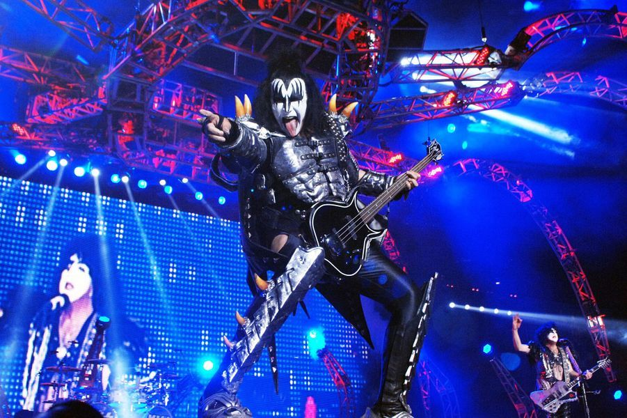 Gene Simmons du groupe Kiss et sa langue à 1 million de dollars