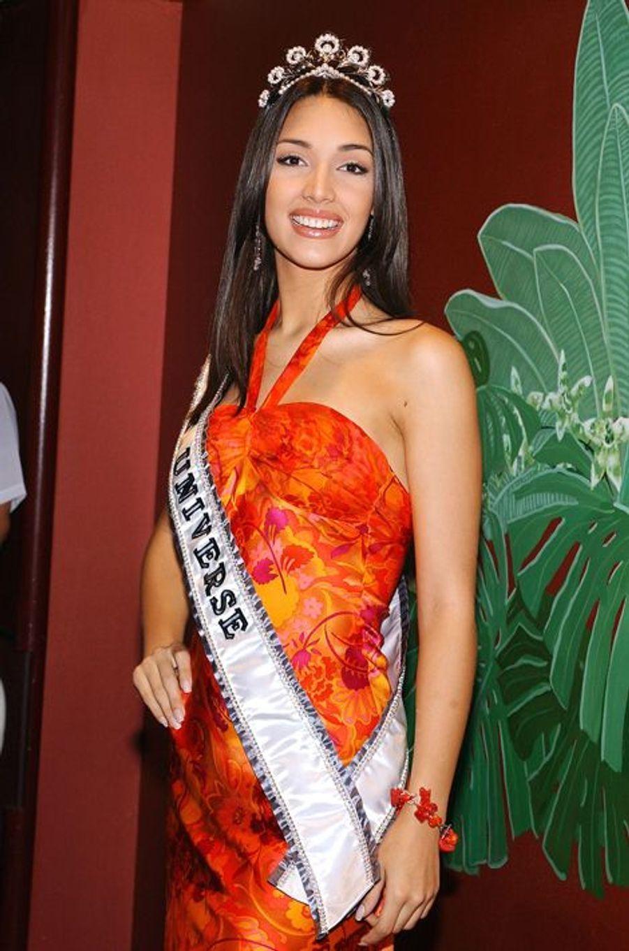 Amelia Vega, Miss République Dominicaine élue Miss Univers 2003