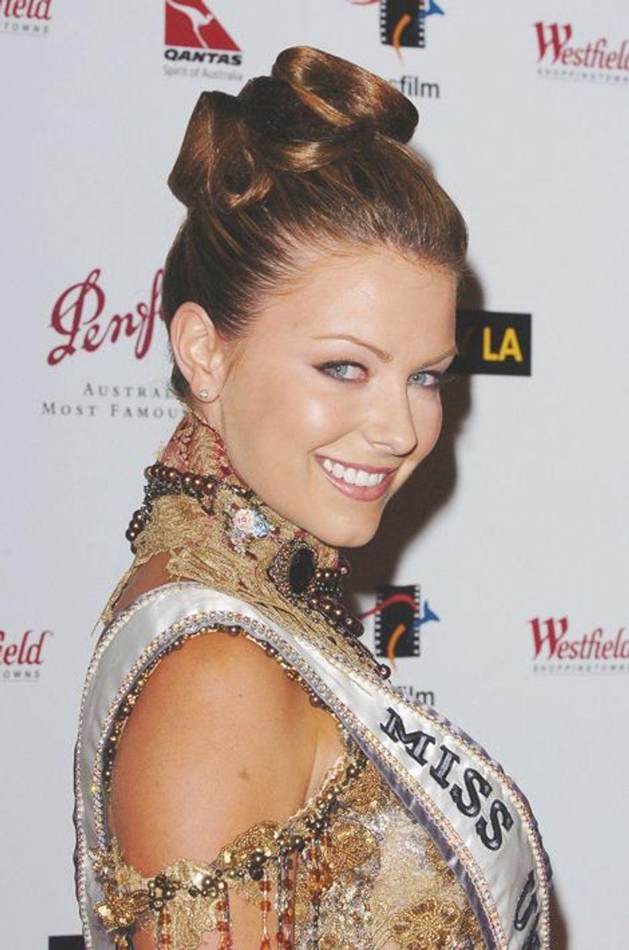 Jennifer Hawkins, Miss Australie élue Miss Univers 2004