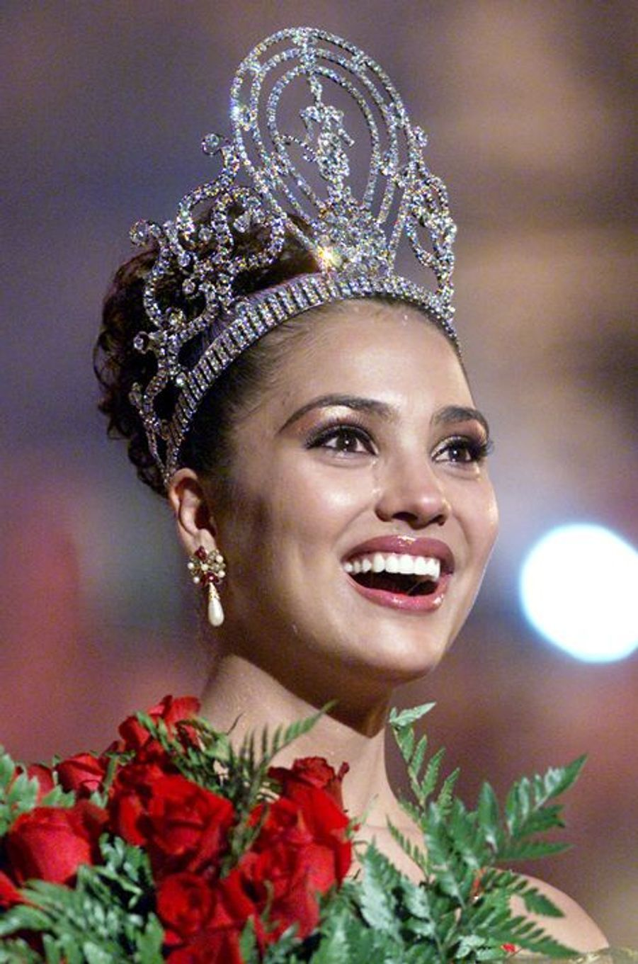 Lara Dutta, Miss Inde élue Miss Univers en 2000