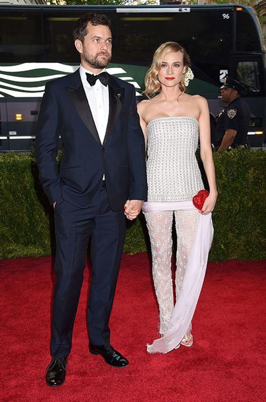 Joshua Jackson en Alexander McQueen et Diane Kruger en Chanel