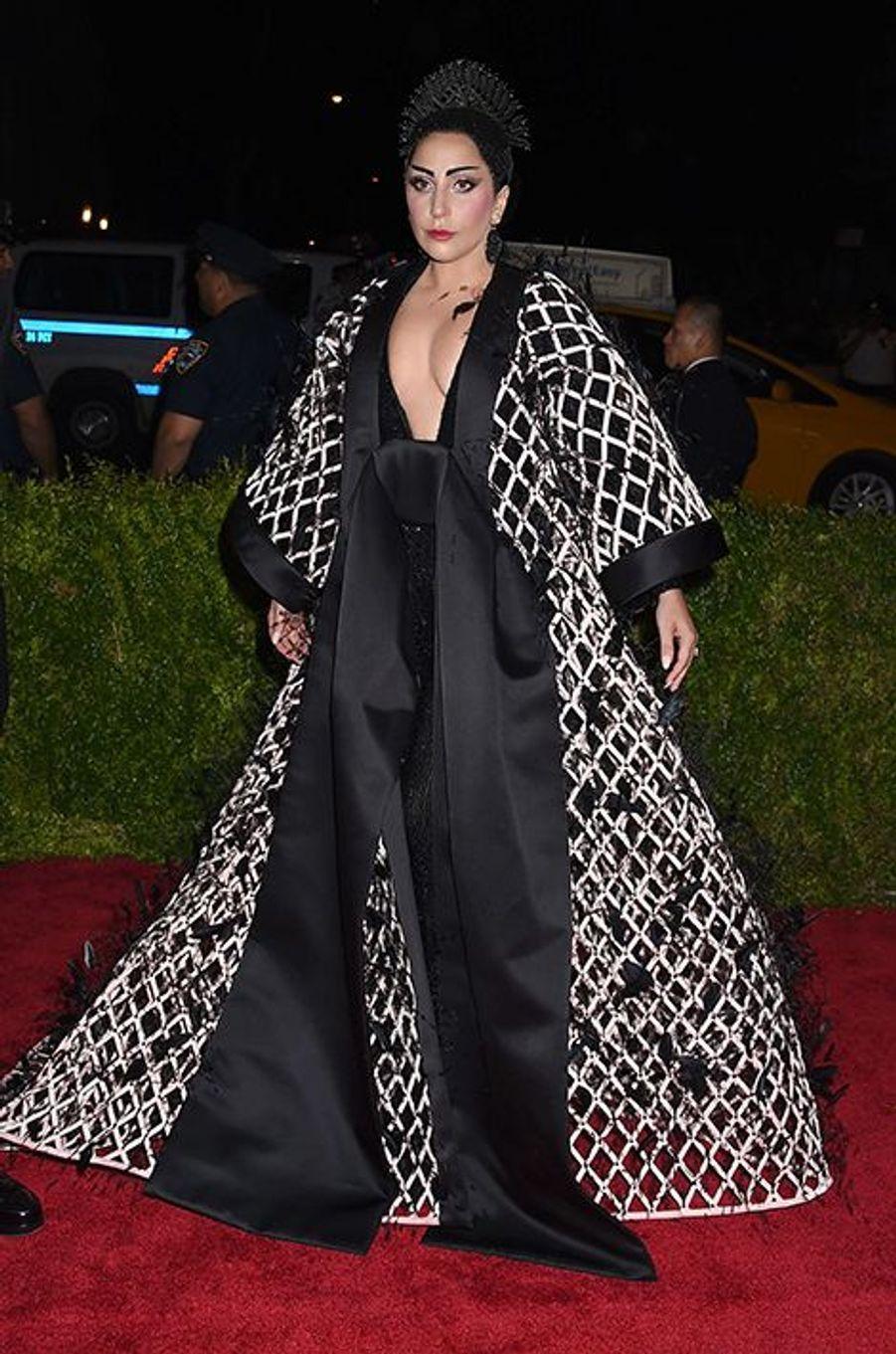 Lady Gaga en Balenciaga by Alexander Wang