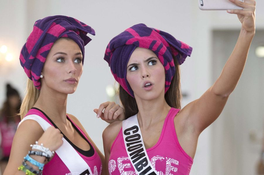 Camille Cerf, ici aux côtés de Miss Colombie, le 13 janvier à Miami