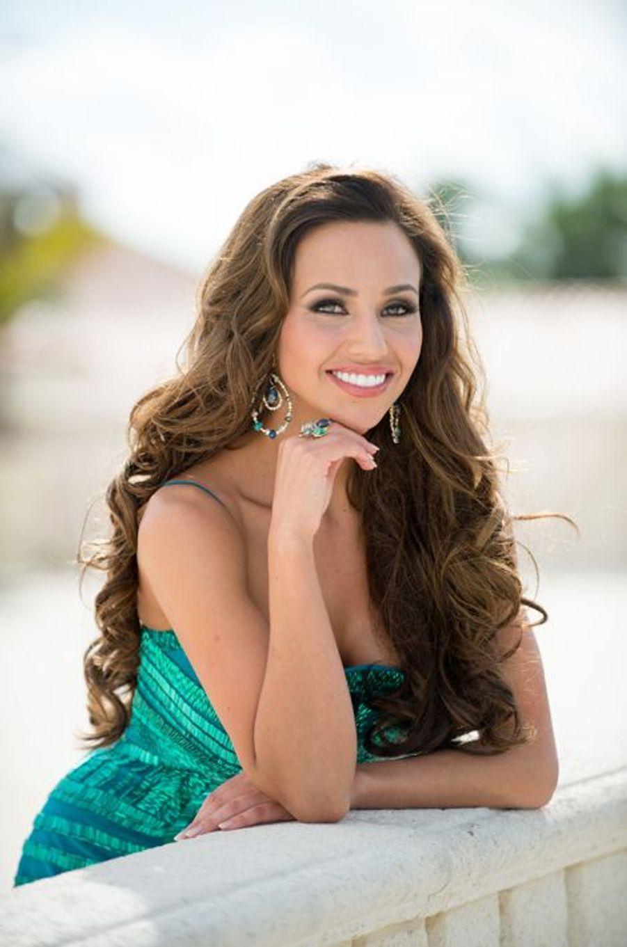 Miss Canada 2014 - Chanel Beckenlehner