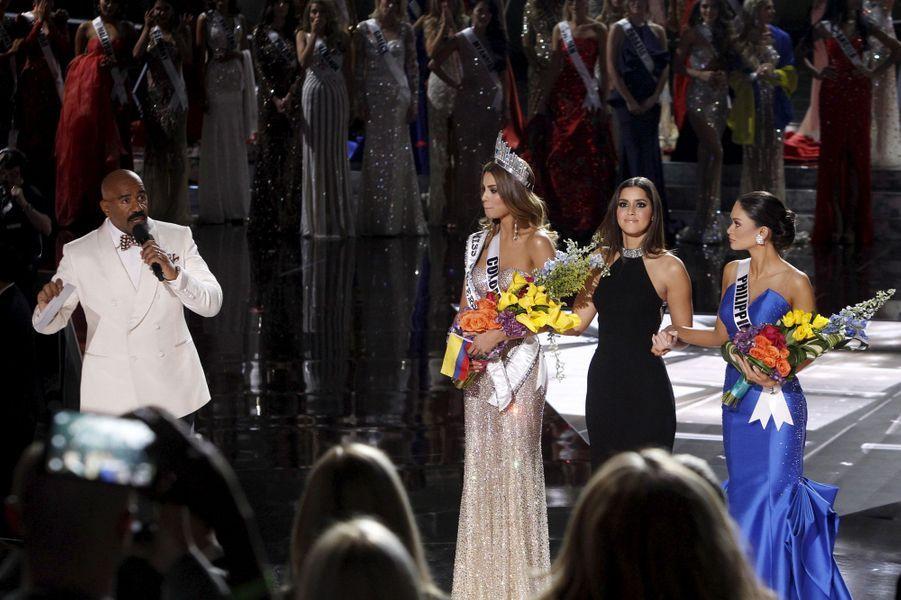 Steve Harvey, Miss Colombie (Ariadna Gutierrez), Paulina Vega (Miss Univers 2014) et Miss Philippines (Pia Alonzo Wurtzbach)