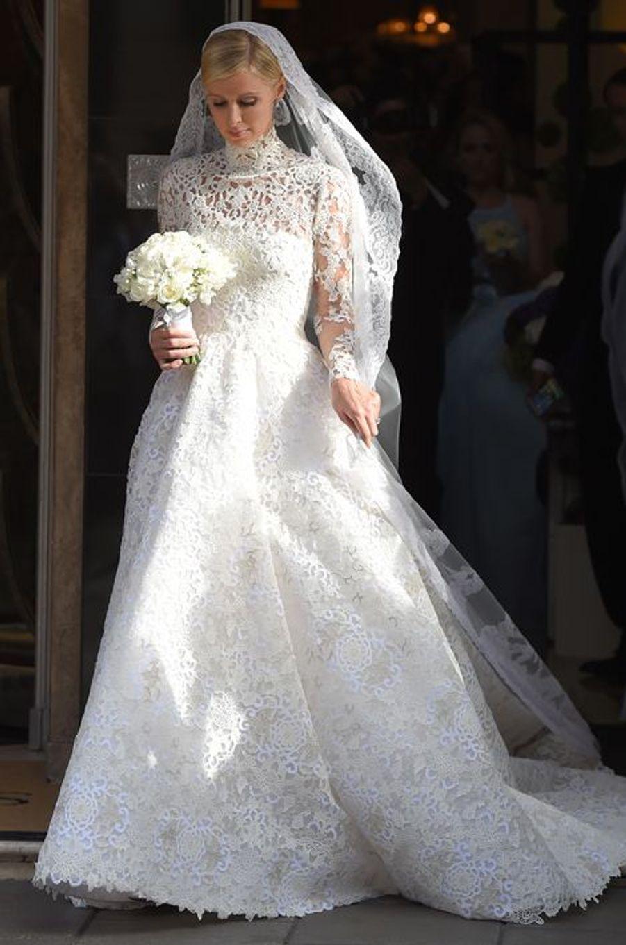Nicky Hilton quitte l'hôtel Claridge pour rejoindre la cérémonie