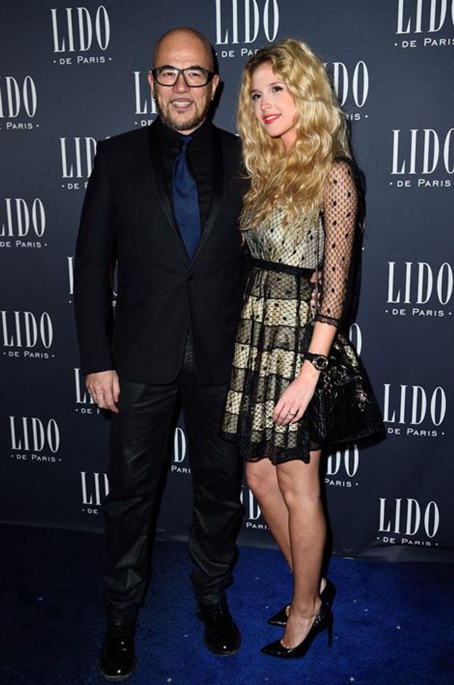 Pascal Obispo et sa compagne, Julie Hantson, à Paris le 8 avril 2015