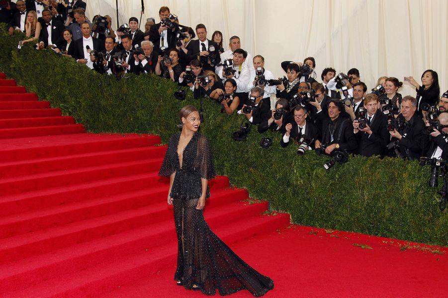 Le Gala du Met a eu lieu lundi soir à New York. Pour l'occasion, actrices, mannequins et chanteuses ont rivalisé d'élégance pour l'événement. Attribuez une à cinq étoiles aux looks que vous avez préférés.