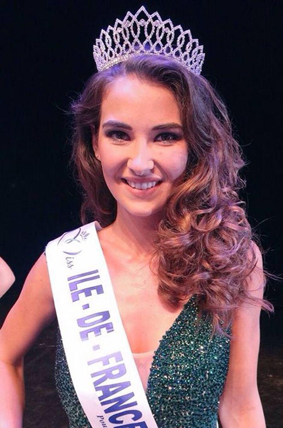 Miss Ile-de-France - Fanny Harcaut (18 ans - 1,75 m) - Étudiante en économie et gestion