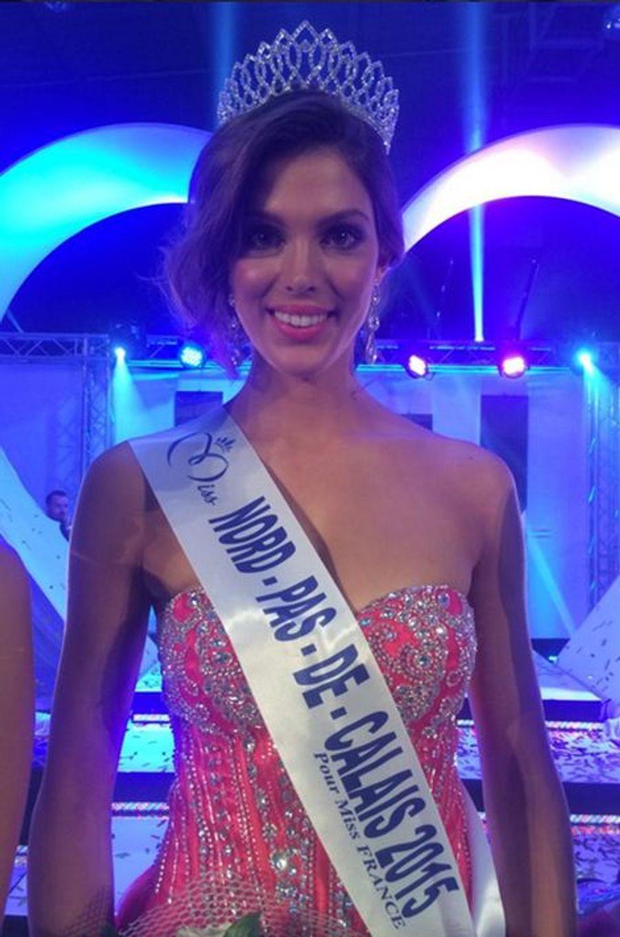 Miss Nord-Pas-de-Calais - Iris Mittenaere (22 ans - 1,72 m) - Étudiante en chirurgie dentaire
