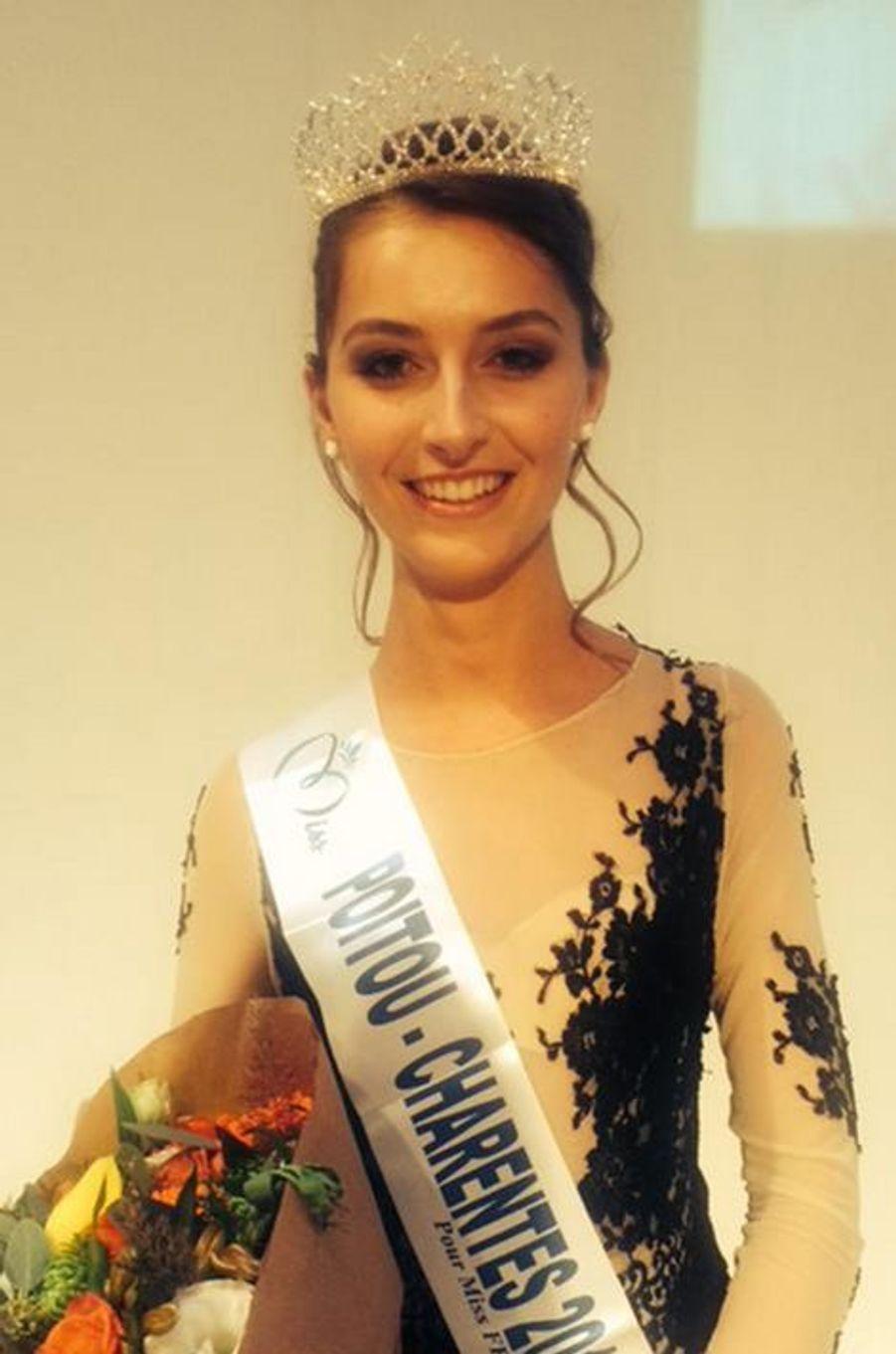 Miss Poitou-Charentes - Manon Rougier (19 ans - 1,78 m) - Étudiante en BTS économie sociale et familiale