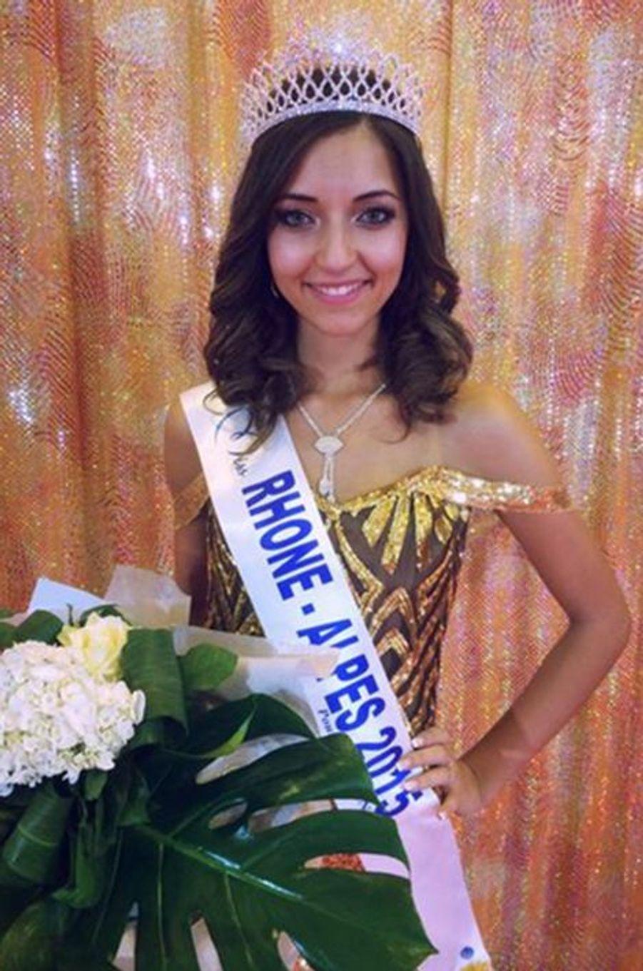 Miss Rhône-Alpes - Nora Bengrine (20 ans - 1,73 m) - Étudiante en langues étrangères