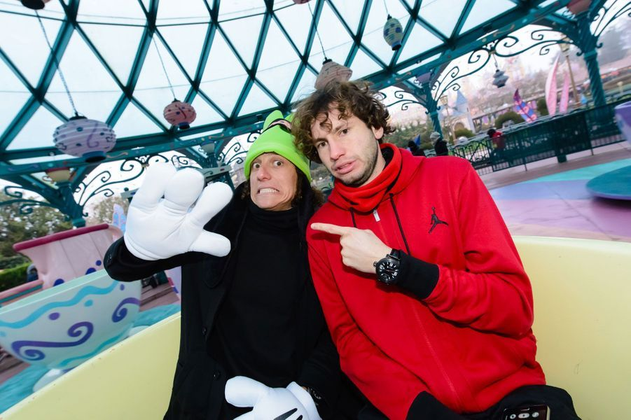 Le footballeur du PSG David Luiz à Disneyland Paris