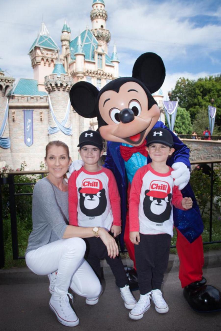 Céline Dion, entourée des jumeaux Nelson et Eddy