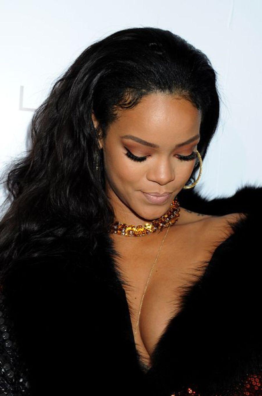Arrivée pailletée et fourrée pour Rihanna au Sunset Tower Hotel