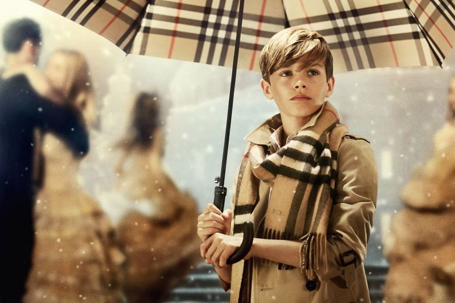 Romeo Beckham dans la nouvelle campagne festive de Burberry