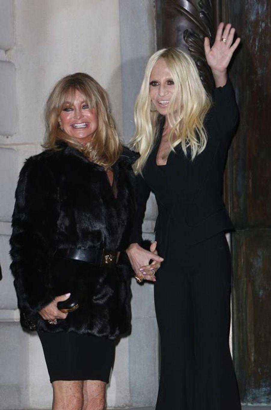 Goldie Hawn et Donatella Versace