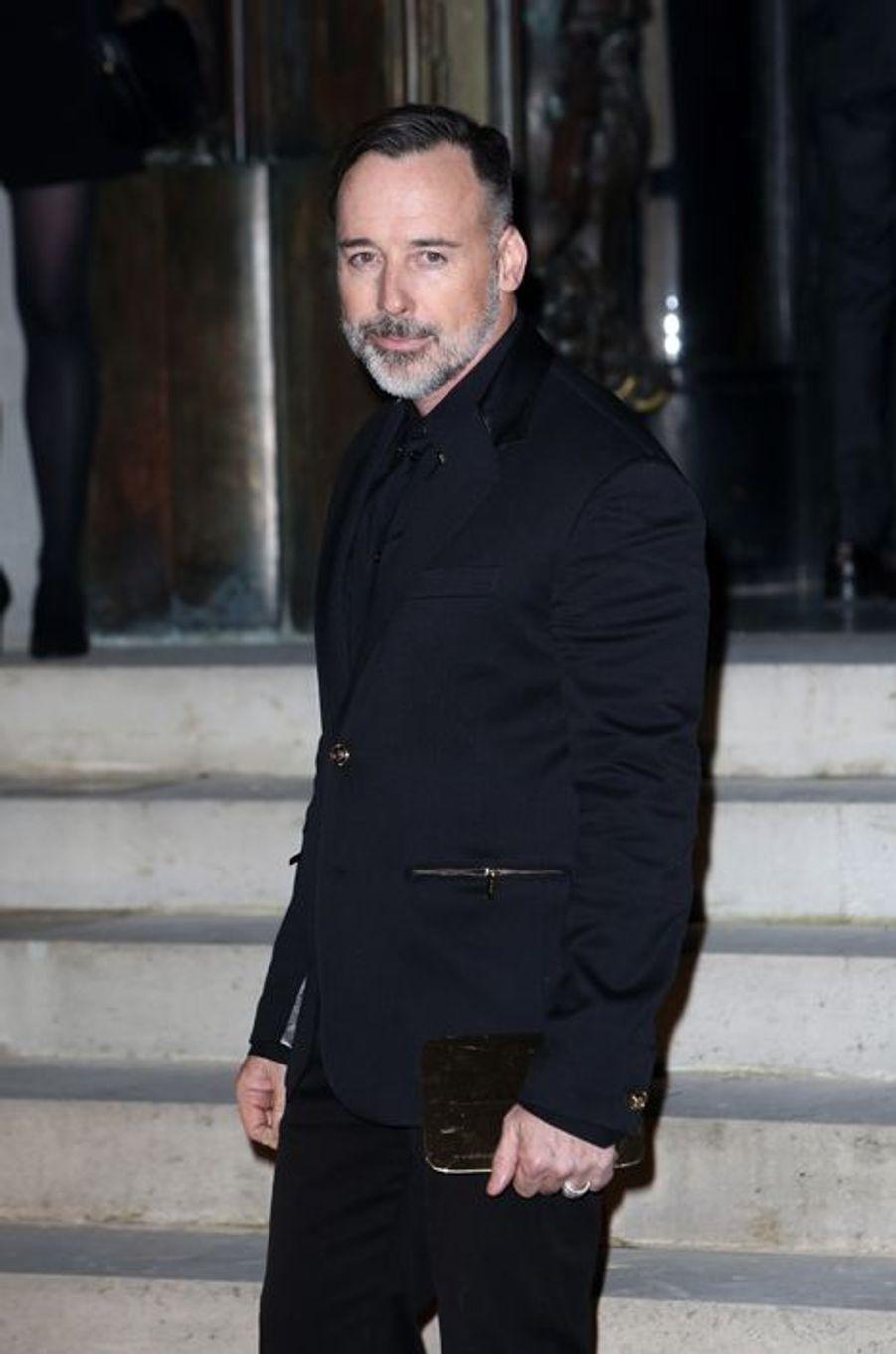 Réalisateur et nouvel époux d'Elton John, David Furnish était également au défilé Versace