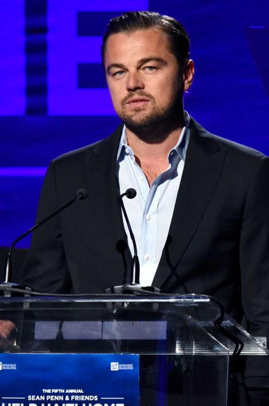 """Leonardo DiCaprio fait un discours au gala """"Help Haïti"""", le 9 janvier 2016"""