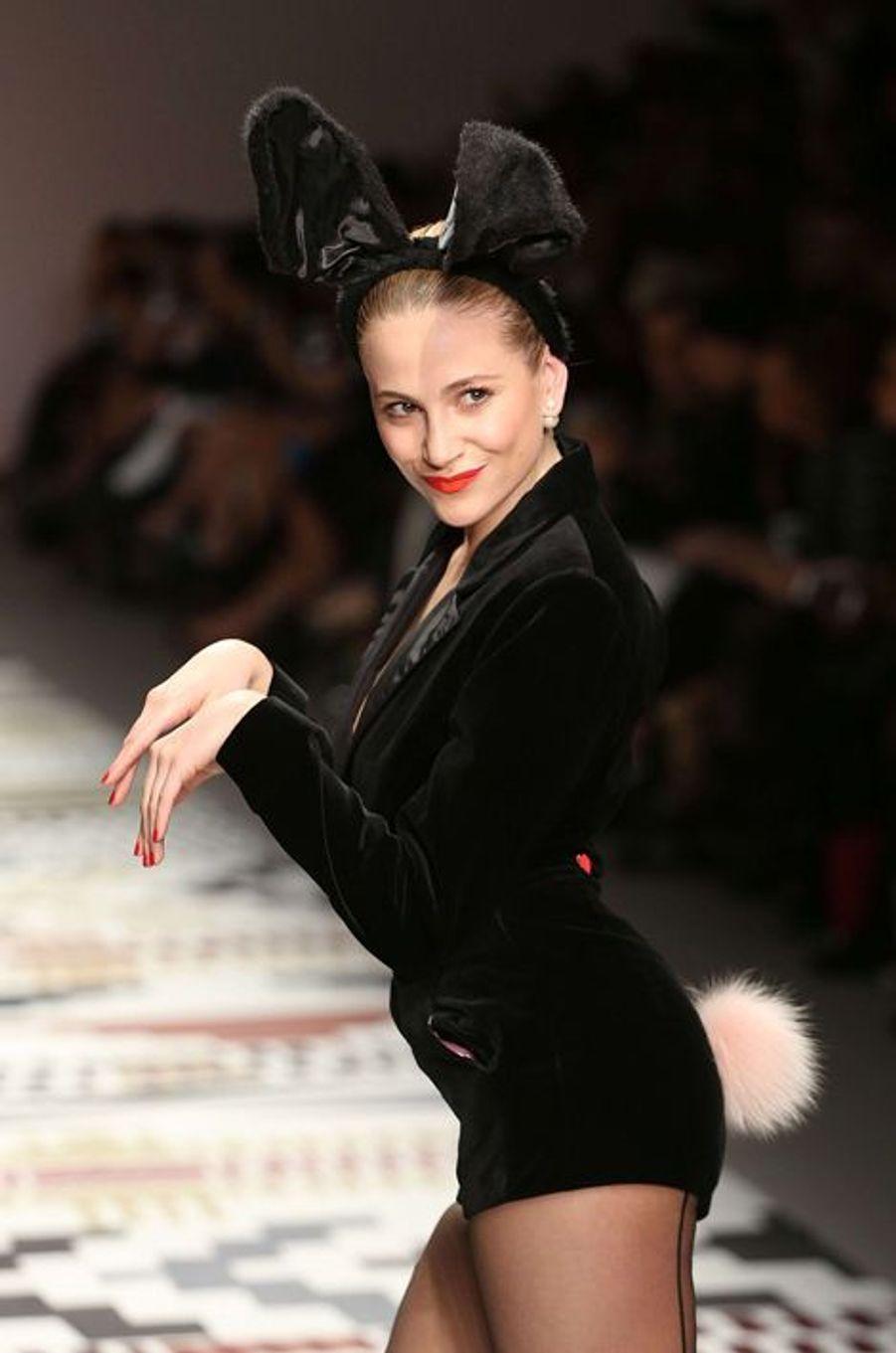 """La chanteuse Pixie Lott pour le défilé """"Fashion for Relief"""""""
