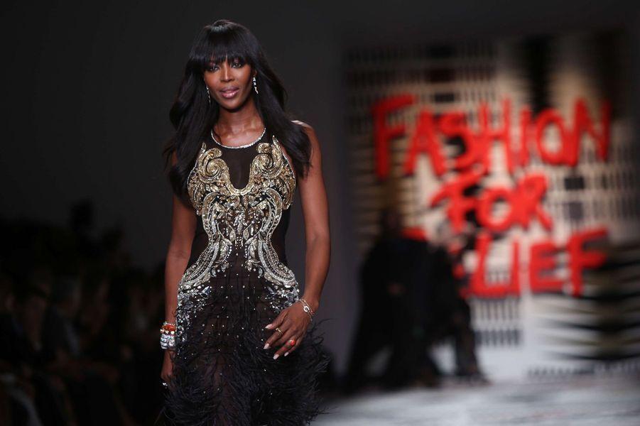 Naomi Campbell défile pour la bonne cause