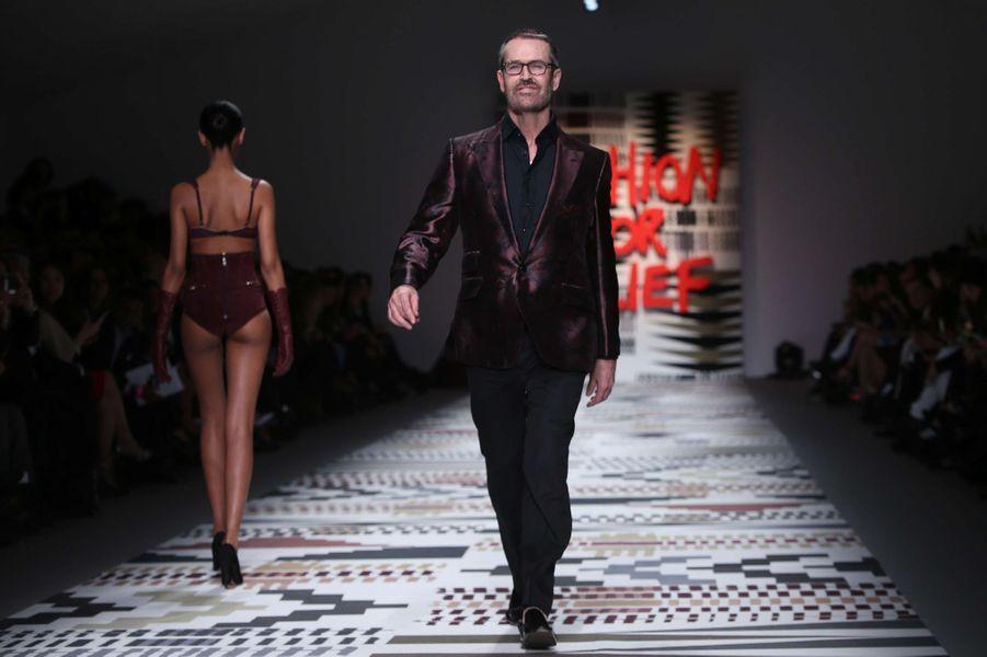 """Rupert Everett pour le défilé """"Fashion for Reflief"""""""