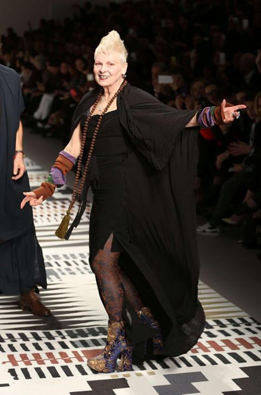 Vivienne Westwood au défilé organisé par Naomi Campbell