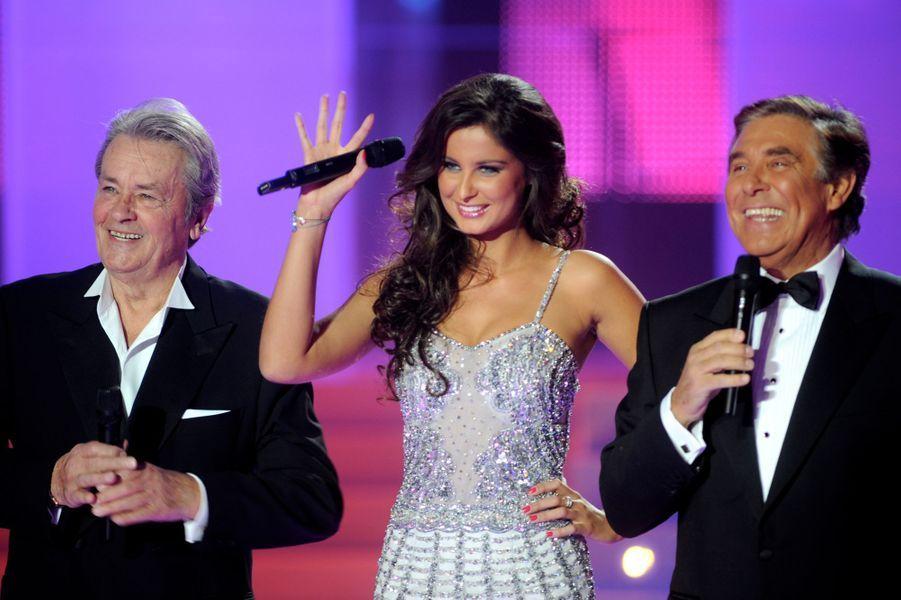 Malika Ménard aux élections Miss France 2011. Laury Thilleman, 19 ans, lui succède.