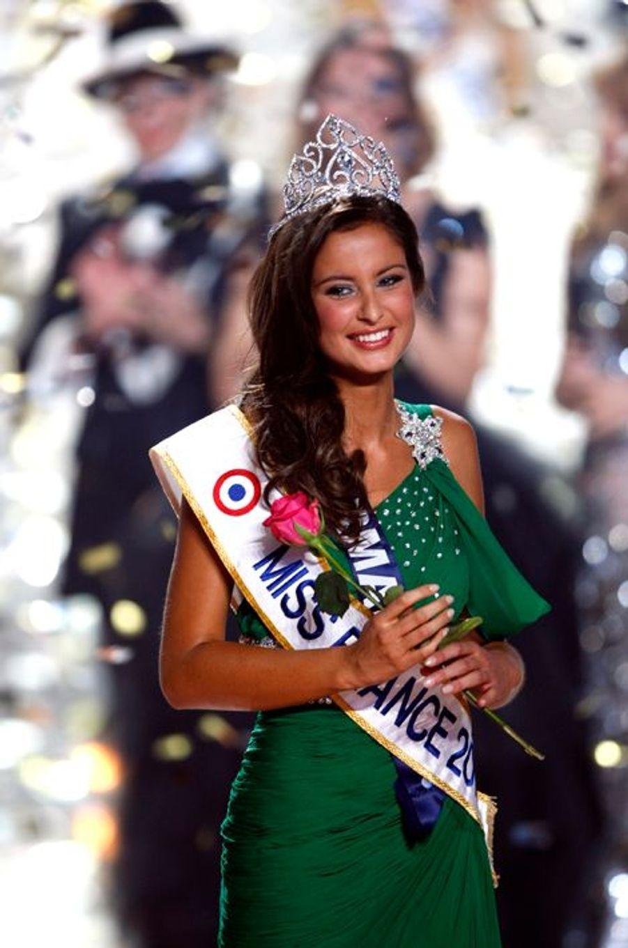 Malika Ménard est élue Miss France 2010 le 5 décembre 2009 sur TF1.