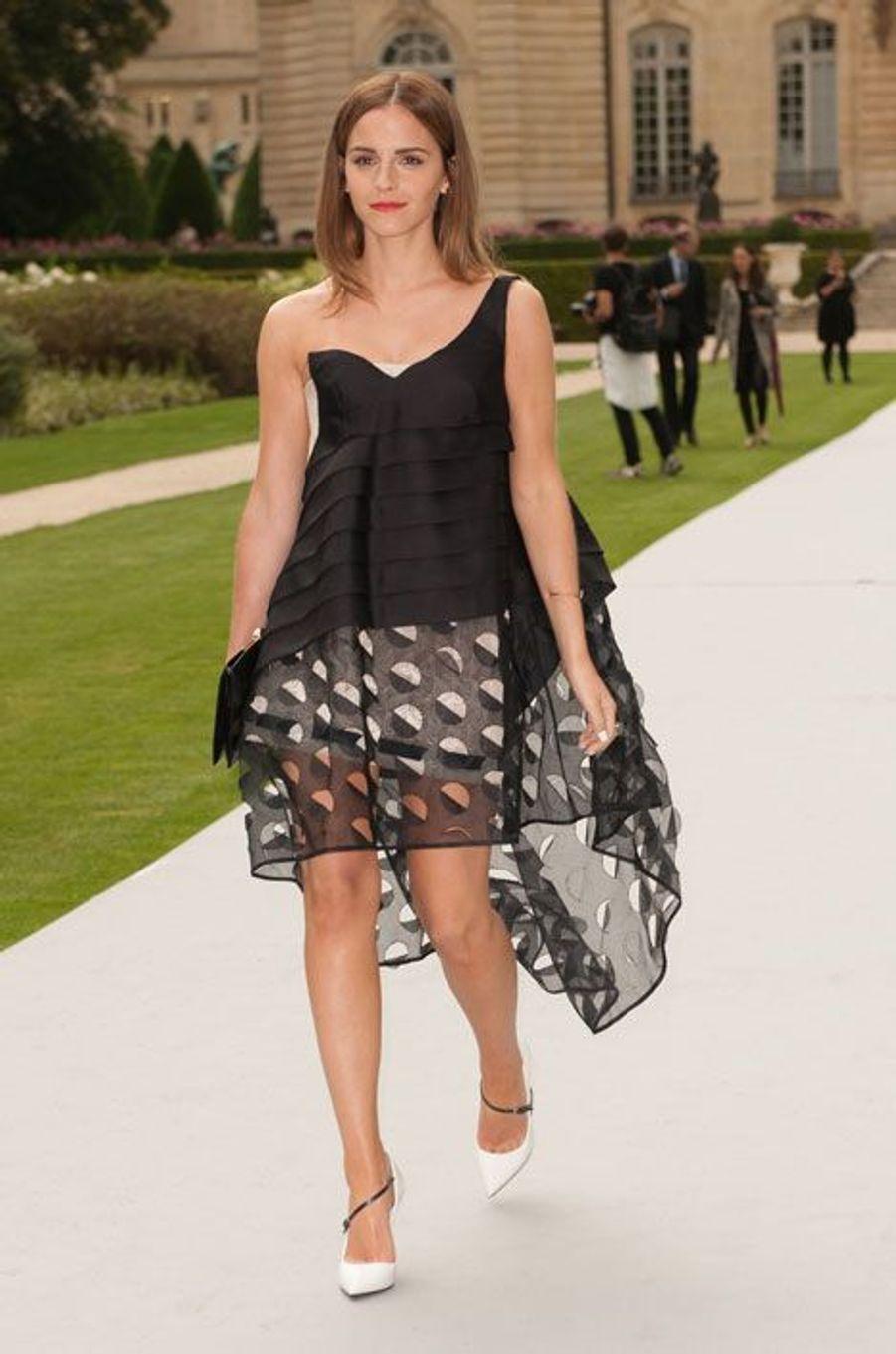 Emma Watson se rend au défilé Dior
