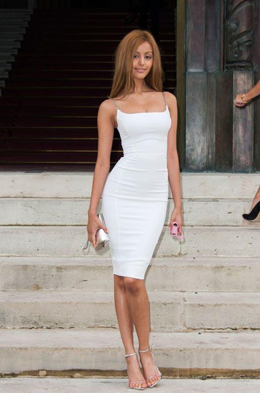 Zahia avant le défilé Versace