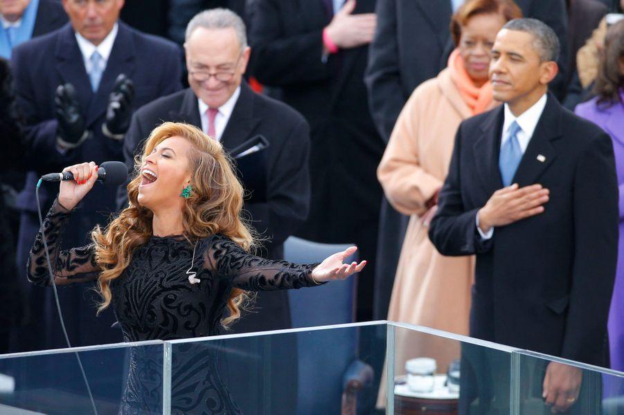 La diva bien connue pour sa voix puissante et son indéniable charisme, n'a pas pris la peine de chanter en direct lors de l'investiture de Barack Obama, fin janvier 2013. Elle qui a bâti une partie de son succès sur ses performances vocales impressionnantes a préféré passer une bande préenregistrée plutôt que de faire une erreur devant des millions de personnes.