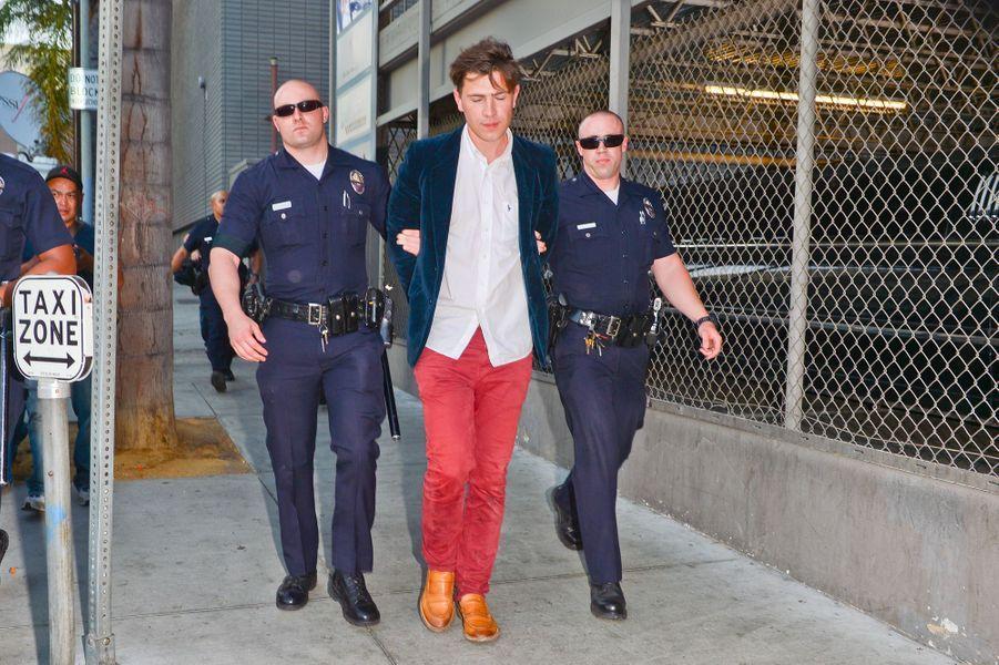 """Embarqué par les policiers à la première de """"Maléfique"""" après s'être jeté sur Brad Pitt, en mai dernier"""