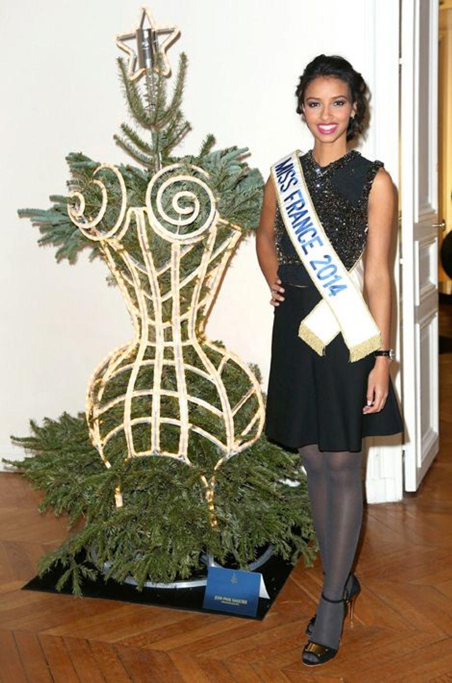 Flora Coquerel à la 18ème édition des Sapins de Noël des créateurs à Paris, le 9 décembre 2013