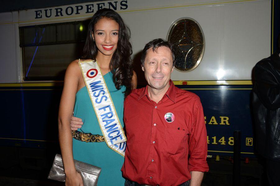 Flora Coquerel, avec Antoine de Maximy, à l'inauguration du Train de la télé à la Gare de Lyon à Paris, le 6 octobre 2014
