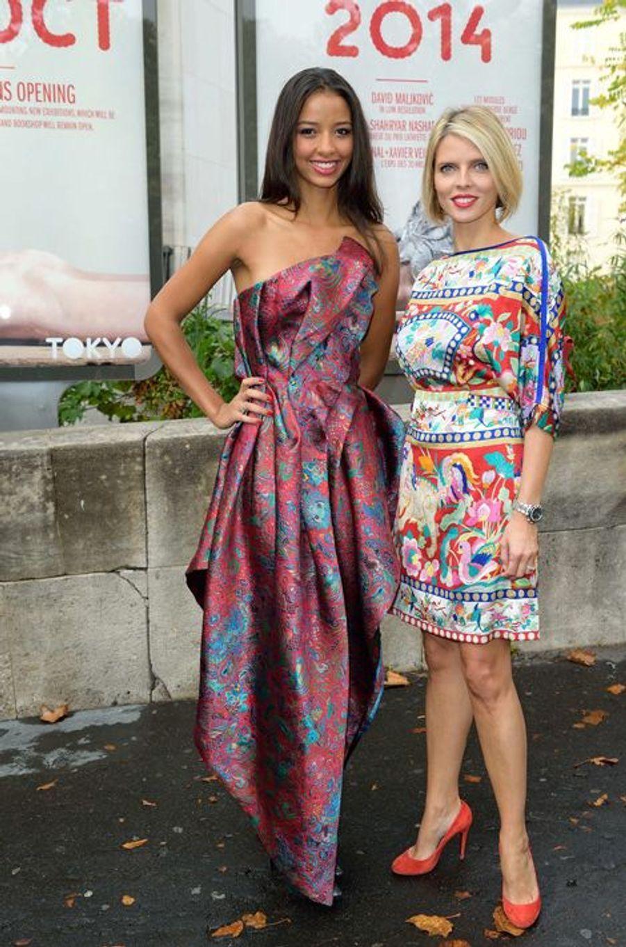 Flora Coquerel, avec Sylvie Tellier, au show Léonard à la Fashion Week à Paris, le 29 septembre 2014