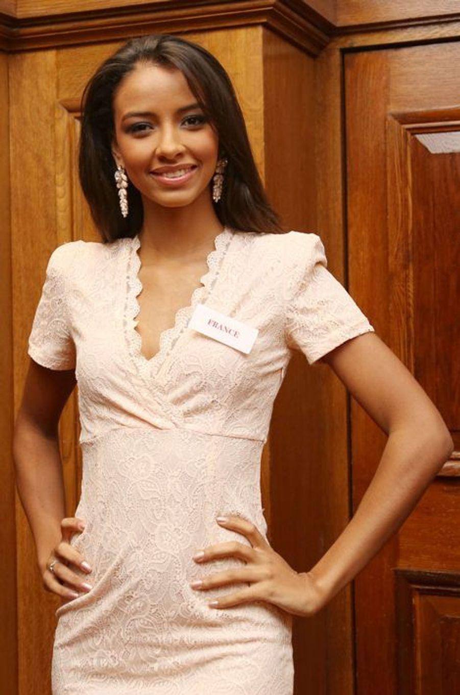 Flora Coquerel, candidate à l'élection de Miss Monde, à Londres le 25 novembre 2014