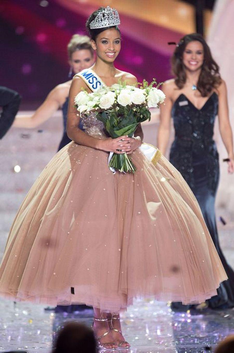 Flora Coquerel est élue Miss France 2014 à Dijon, le 8 décembre 2013