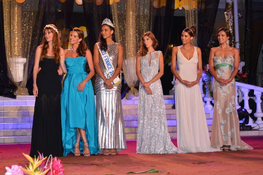 Flora Coquerel et d'autres anciennes Miss France, à l'élection de Miss Tahiti à Papeete, le 29 juin 2014