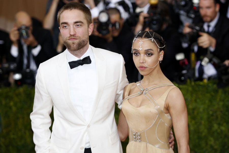 Robert Pattinson et sa compagne