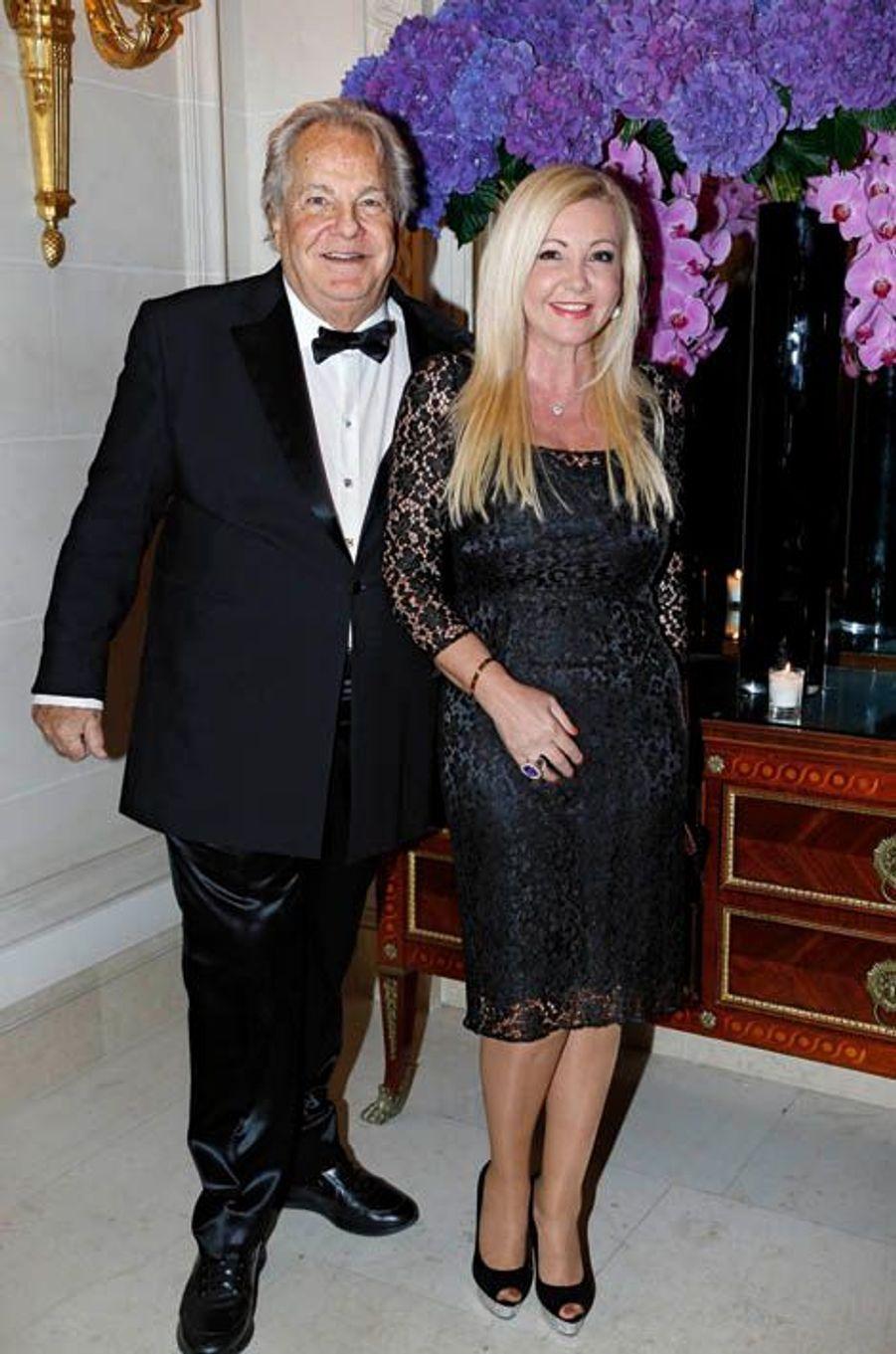 Massimo Gargia et lady Monika Bacardi, généreuse donatrice.