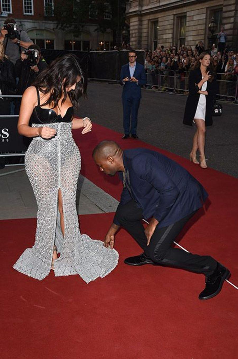 Kim Kardashian et Kanye West à la 17e cérémonie des GQ Awards 2014.
