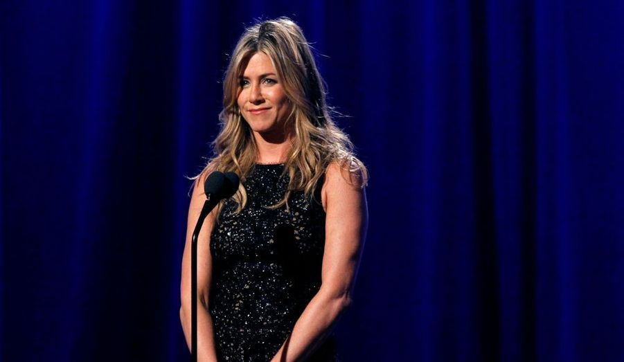 """L'actrice de """"Friends"""" a été victime de harcèlement en juillet 2010. Jason Peyton la poursuivait depuis des jours sur Sunset Boulevard. Lors de son arrestation, le jeune homme avait sur lui un objet contondant, du scotch et des mots d'amour pour Jennifer Aniston. Cette dernière a obtenu un ordre de restriction à l'encontre du jeune homme de 24 ans."""