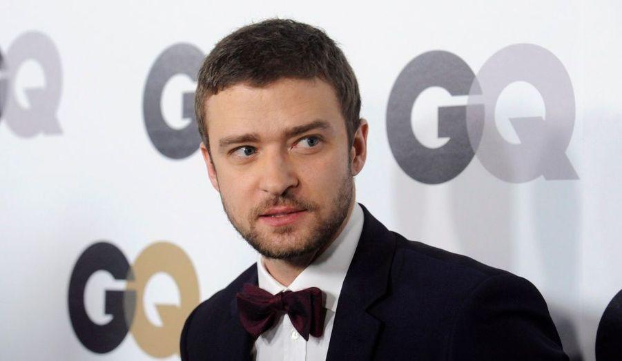 Le chanteur-acteur-styliste a obtenu en novembre 2009 une décision judiciaire en sa faveur. Karen McNeil, une fan trop collante qui entrait régulièrement dans sa propriété, ne pourra plus l'approcher jusqu'en novembre 2012. Pour sa défense, elle a avancé le fait qu'elle était destinée à épouser Justin Timberlake.
