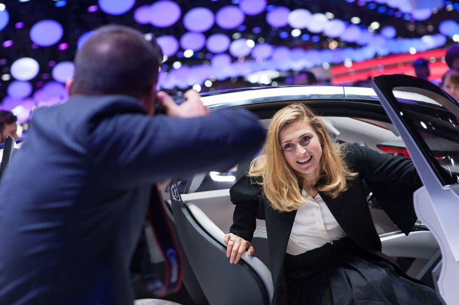 Julie Gayet au Salon de l'Automobile 2014 à Paris le 2 octobre 2014