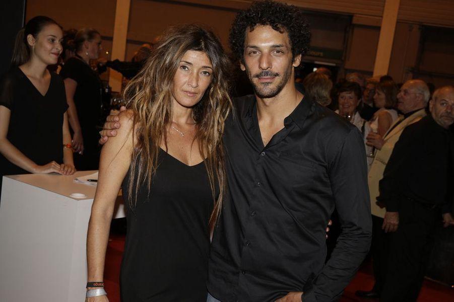 Tomer Sisley et sa compagne, Karine Machado, au Salon de l'Automobile 2014 à Paris le 2 octobre 2014