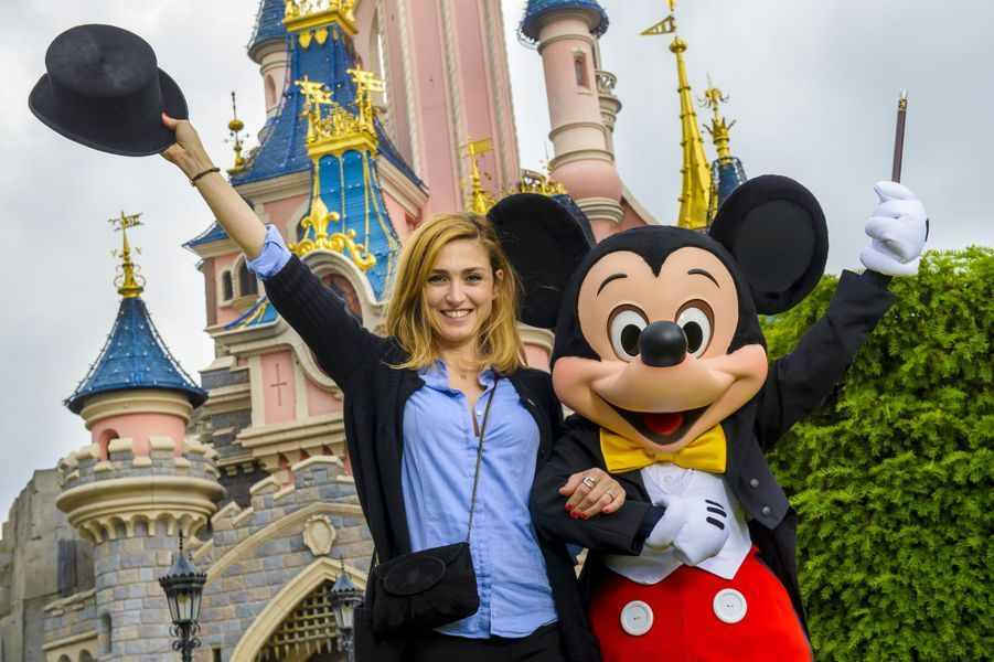Julie Gayet à Disneyland Paris.