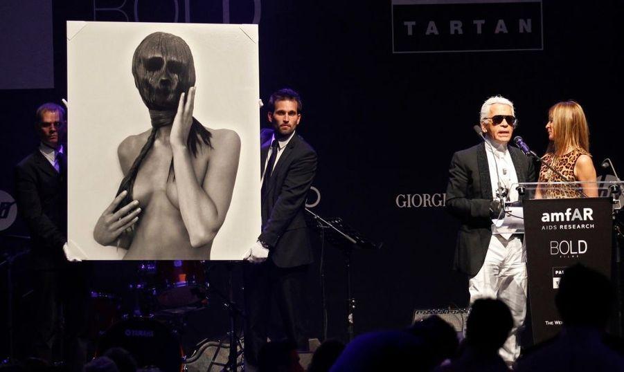 Le couturier Karl Lagerfeld et la rédactrice en chef de la version française du magazine Vogue, Carine Roitfeld.