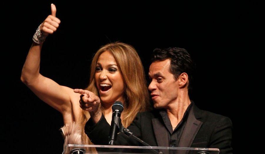 Jennifer Lopez et son mari Marc Anthony, félicitant un acheteur ayant surenchéri.