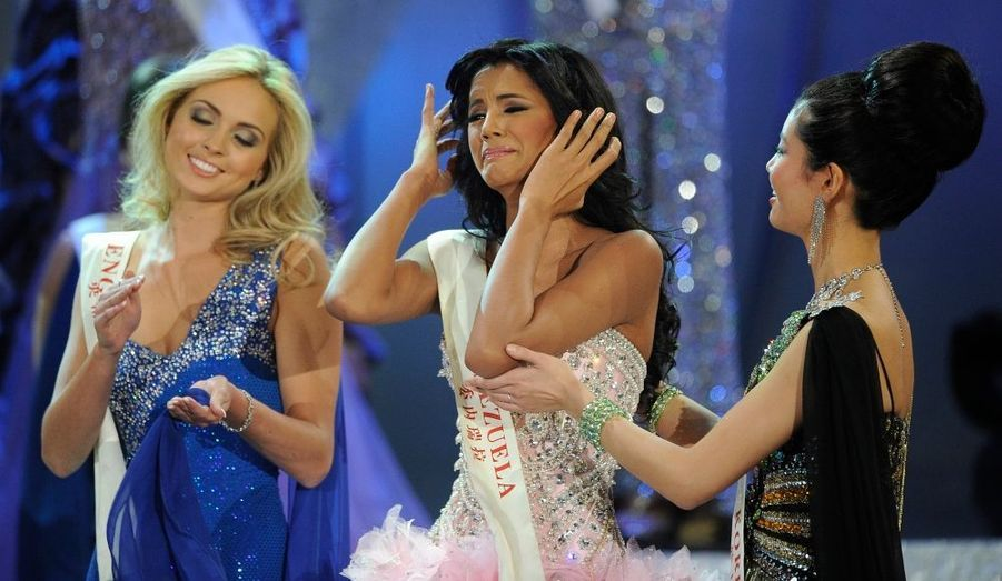 Miss Venezuela n'a pas résisté à la pression lors de l'énoncé de son nom.